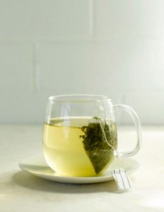 The green tea contains a big quantity of caffeine and antioxidant which have thermogenic effects, it will increase the metabolism and help the weight loss